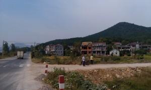 山、房子、人、路